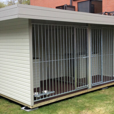 hondenhut 4,3m x 2,1 verdeeld in 2 kennels